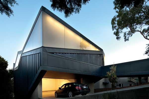 Arquitectura triangular en casa moderna