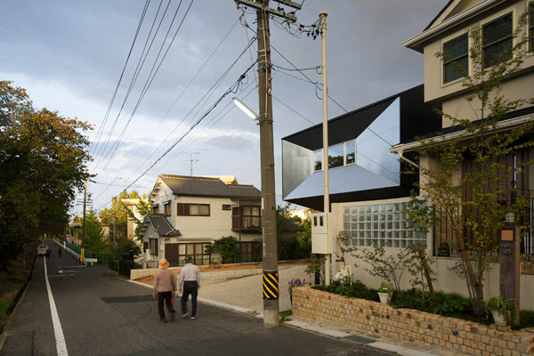 Casa en tokio Hansha Reflection House con interiores minimalistas