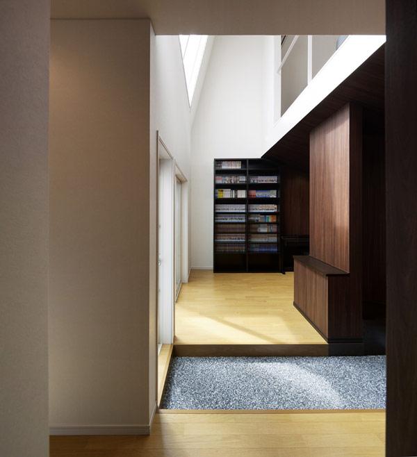 Imagen de casa en tokio Hansha Reflection House con interiores minimalistas