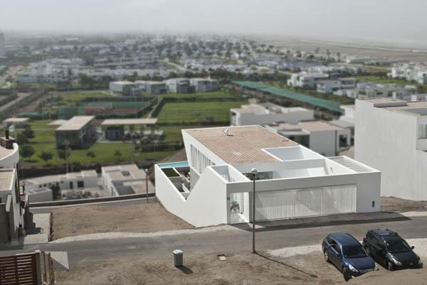 Plano de casa con entrada principal en la terraza Lima Perú
