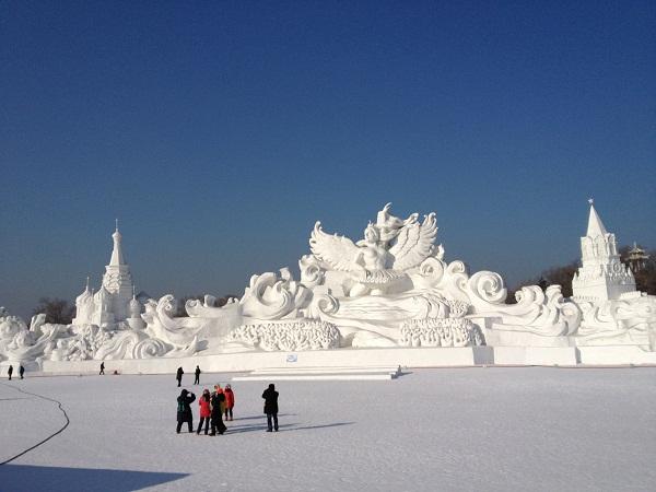 Arquitectura hecha de hielo en china (13)