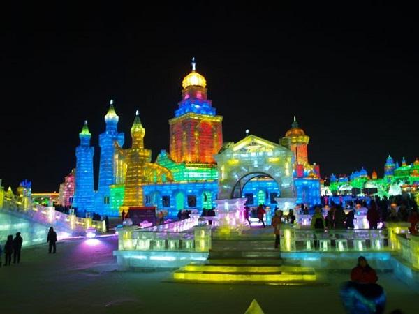 Arquitectura hecha de hielo en china (11)