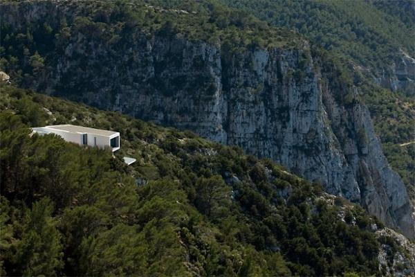 Arquitectura corporativa en casa familiar de España
