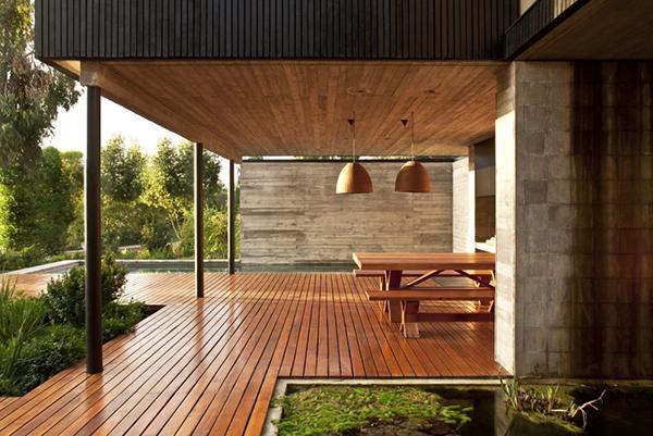 Diseño ejecutivo de casa moderna en el bosque