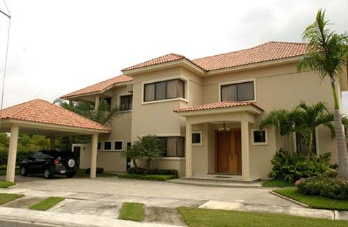 30 diseños construidos de fachadas de casas de dos plantas