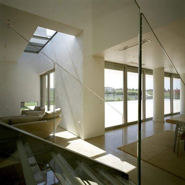 Casa Griega con amplios exteriores por Potiropoulos D+L Architects