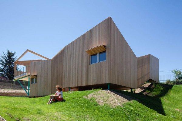 Incomprensibles interiores de casa en España un laberinto basico en donde refugiarse con comodidad