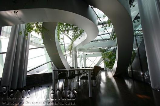 Bello detalle arquitectónico en los interiores de la cámara de comercio Eslovena (4)