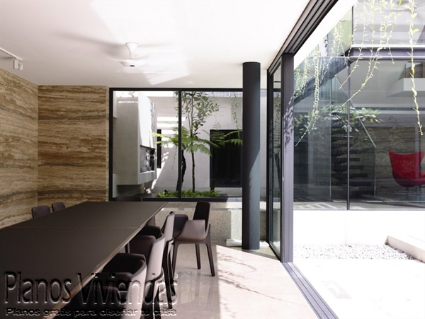 Construcción de casa moderna sobre terreno ondulado en Singapur (13)