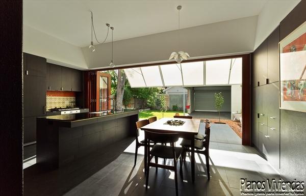 Interiores de la sala y cocina en la Casa 31_4 Room House (5)