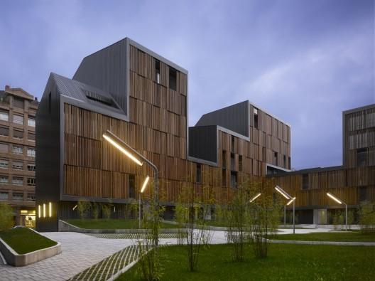 Edificios con fachadas hechas de madera (1)
