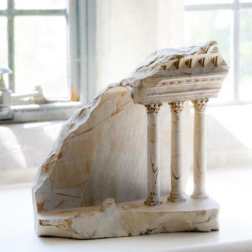 Miniaturización atravez de la escultura en piedra y mármol de obras clásicas de la arquitectura
