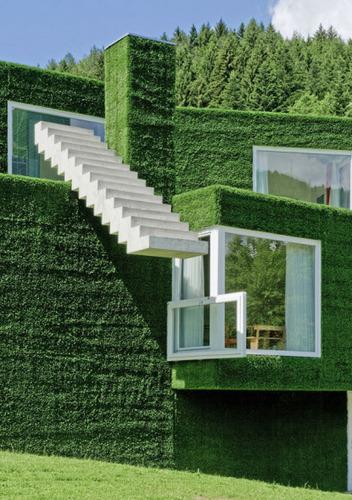 Diseño de vivienda cúbico revestido con pasto sintético
