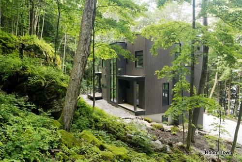 Excelente ubicación de chalet en montaña canadiense ideal para reuniones de costumbres modernas
