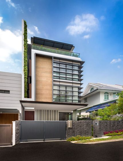 Una casa en terreno pequeño – Muy espaciosa con tres plantas