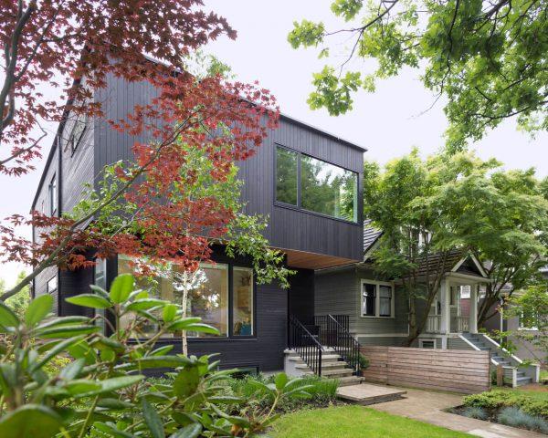Contraste-en-el-juego-de-los-colores-de-una-residencia-contemporánea-en-Vancouver-08