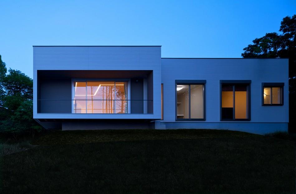 Casa japonesa con una vista espectacular hacia Omura Bay: Y7 House