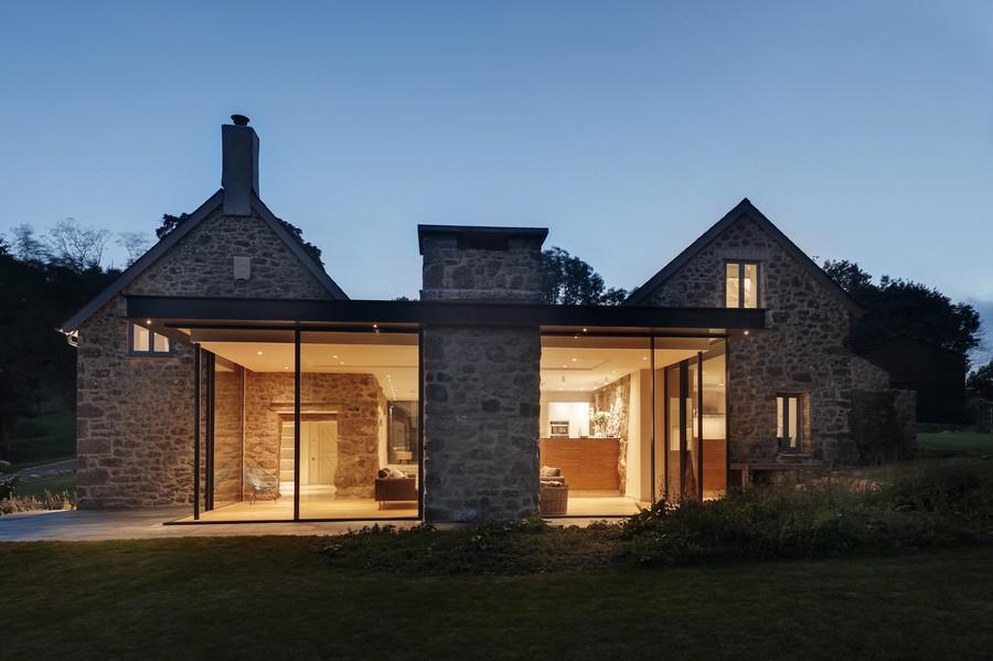Vieja granja en Reino Unido que se convierte en un hogar familiar moderno y muy fascinante