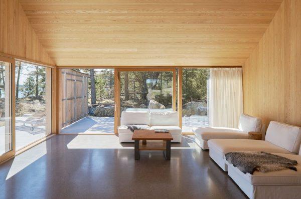 Diseño abierto con grandes ventanas