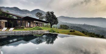 Casa de retiro en la India con estilo bohemio y rodeada de valles verdes que adornan el espacio muy bien