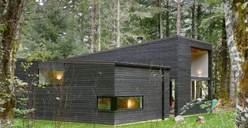 Casa prefabricada llamada retiro forestal en Seatle que aporta una bonita sensación