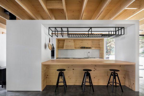Diseño de techo en madera y vigas