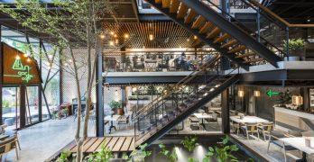 Cafetería en Vietnam es rehabilitada y se le añade un jardín colgante