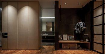 Escalera en espiral destaca en un apartamento minimalista en Tailandia