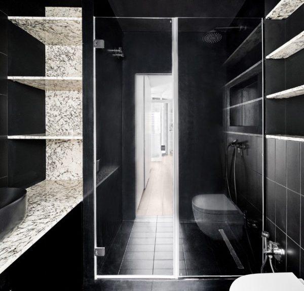 En el baño un color negro