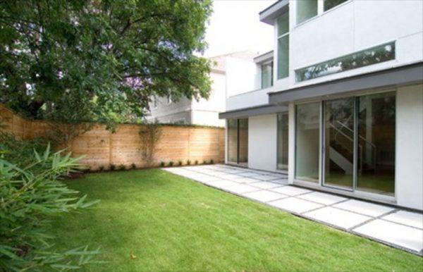 Un patio muy moderno